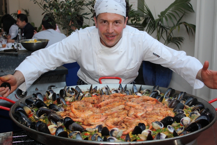 Paella-for-60-persons